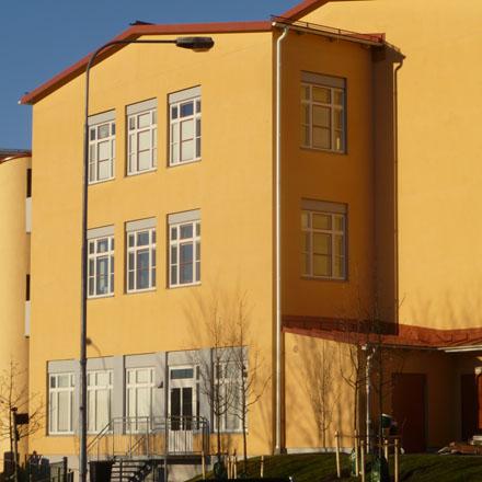 Järla skola gul fasad